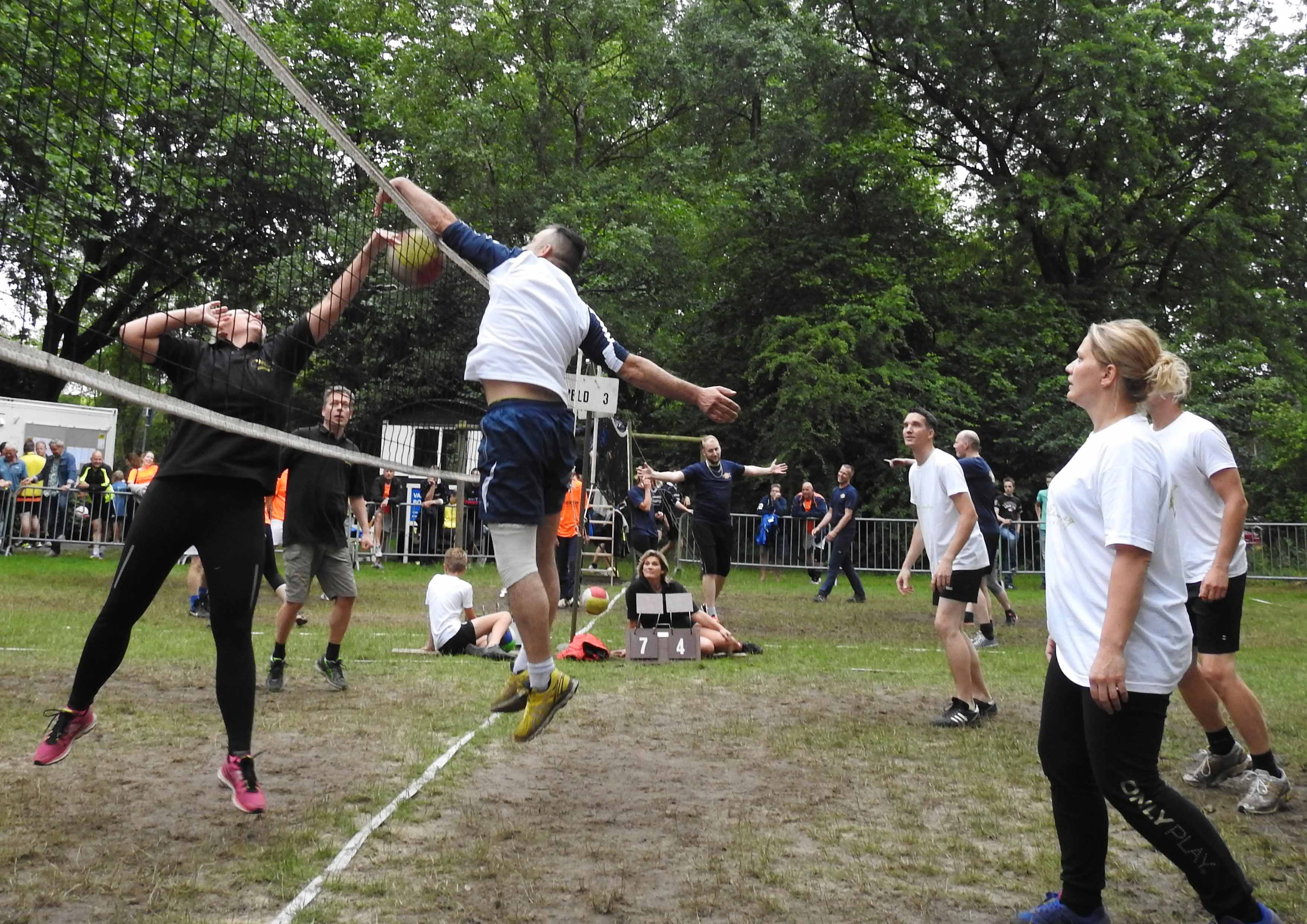 2017-06-29_BB_Straatvolleybal (24)